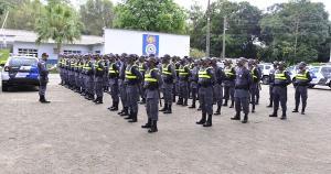 O contingente é de alunos do curso de formação de soldados, que atuarão em locais de grande fluxo de pessoas, como orlas de praias e pontos de ônibus