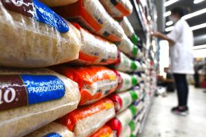 Resultado foi puxado pelas altas nos preços dos alimentos, que dispararam 18,35% no ES ao longo do ano, influenciado pelo encarecimento de produtos básicos como tomate, óleo de soja e arroz