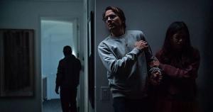 Típico suspense do 'Supercine', 'Intrusion' chega à Netflix com rostos conhecidos, mas com uma trama previsível e atuações nada convincentes