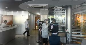 Nesta sexta-feira (28), a Secretaria de Estado da Saúde (Sesa) interditou um hotel com quase 100 pessoas em Vitória, após um indiano ser diagnosticado com a doença