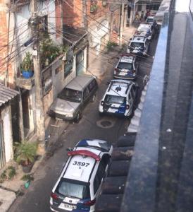Vários viaturas da Polícia Militar e helicóptero foram utilizados após uma ocorrência de disparos de arma de fogo no bairro Santo André neste sábado (16)