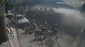Segundo a Polícia Militar, o veículo percorreu toda a Avenida Presidente Vargas, no Centro do município, até parar em uma estrada de chão. Ninguém se feriu