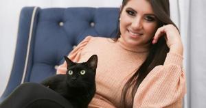A médica veterinária Erica Baffa da Silva diz que as crianças são, naturalmente, atraídas pelos gatos e gostam de aproximar-se e abraçá-los e isso faz parte da interação e da socialização