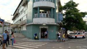 Agente que protege Marcos do Val foi rendido por bandidos no Morro da Garrafa. A arma do policial foi roubada e depois devolvida, mas sem a munição