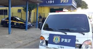 O Hyundai HR — utilizado para cargas leves — foi roubado no município de Taboão da Serra (SP) em 2019 e foi recuperado no km 251, sendo conduzido por um homem de 30 anos
