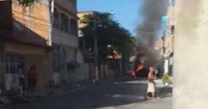 O Corpo de Bombeiros foi acionado para a ocorrência no bairro da Capital. Não há informações sobre a causa do incêndio nem sobre feridos