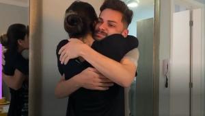 Coach e ex-BBB presenteou Tiago Oliveira, que considera como um irmão, com um imóvel todo mobiliado. Jovem chorou e relembrou a vida difícil