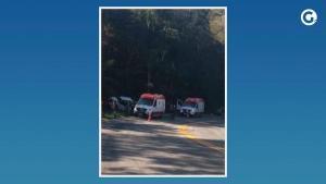 Os garotos estavam em um moto, que colidiu com uma caminhonete. Uma perícia será feita no local para confirmar a dinâmica do acidente