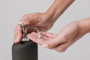 A receita é simples de fazer e pode ter o aroma que você quiser. Aproveite a dica para deixar o banheiro mais bonito neste fim de ano