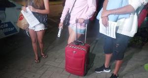 O primeiro caso aconteceu pela manhã, quando a jovem estava na loja onde trabalha, na Praia do Canto. O segundo, dentro de um ônibus da linha 124