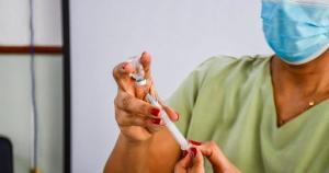 A aplicação dos imunizantes ocorrerá na próxima segunda-feira (20), das 8h às 14h, na Unidade Sanitária de Linhares, o antigo Hospital Talma, no bairro Colina