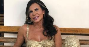 Cantora de 61 anos de idade se submeteu a mais um procedimentos estético no rosto para manter aparência jovial e falou da novidade à Quem