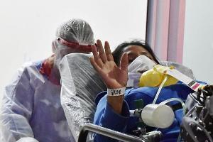 Frases como 'confia, nós vamos cuidar de você' e 'vai ficar tudo bem' foram ditas pela equipe do Hospital Jayme dos Santos Neves aos pacientes acolhidos