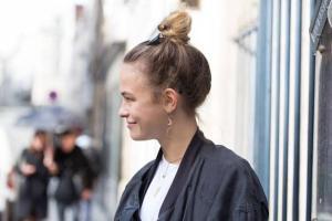 Existem vários tipos desse penteado. E no verão ela se torna um bom aliado pela praticidade e frescor imediato