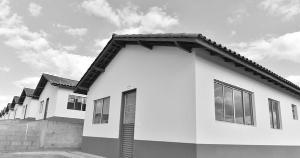 Denúncia de três anúncios de venda de imóveis inaugurados pelo presidente Jair Bolsonaro em São Mateus precisa ser investigada com rigor, para coibir a prática ilegal de comercialização no programa habitacional