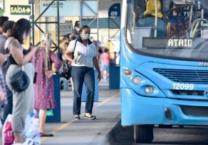Realidade mesmo antes da pandemia, passageiros relatam aglomerações inevitáveis dentro dos ônibus e dos terminais da Grande Vitória, principalmente nos horários de pico