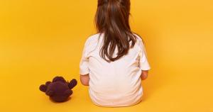 Crianças morrem na maior parte das vezes em decorrência de violência doméstica, cujo autor é conhecido, como um pai ou um padrasto