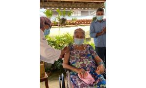 Moradores de três casas de longa permanência serão imunizados nesta quarta (20). O município da Serra recebeu 3.563 doses da Coronavac