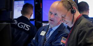 Global Stocks Paint Mixed Picture on Cloudy Outlook