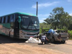 Carro em que eles estavam bateu em um ônibus, outras duas pessoas da família ficaram feridas e foram socorridas