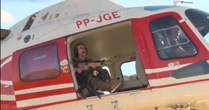 Na postagem, Magda Mofatto (PL-GO) aparece em um helicóptero com a arma e diz que 'está indo pegar' Lázaro Barbosa de Sousa, foragido há 12 dias