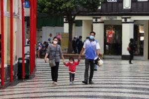 A fim de conter crise demográfica, Partido Comunista aumenta de dois para três o número de filhos por casal e promete medidas de apoio a famílias, política do filho único foi abolida em 2016