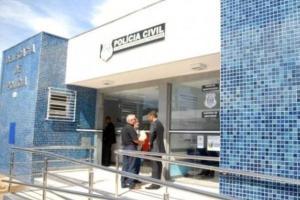 O estabelecimento de Anderson Pereira de Moraes, 42, fica em Itaipava. O veículo em que a vítima estava foi encontrado batido contra um muro