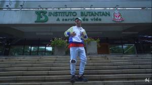 Videoclipe da música foi produzido no Instituto Butantan, centro de pesquisa que desenvolve a CoronaVac, um dos imunizantes contra o coronavírus