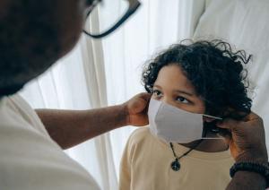 Crianças internadas com coronavírus devem ser cuidadas e tratadas com dignidade, informadas dos motivos de sua internação e todos os procedimentos que serão realizados