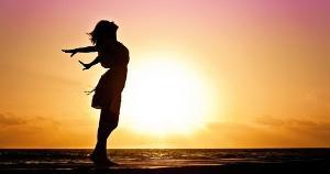 Felicidade... Ela, que dá e passa. Estala. E zomba daquele que aspira à sua permanência conceitual, institucional, metafísica