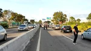O acidente aconteceu na manhã desta quinta-feira (29) e envolveu um carro e uma viatura da Polícia Civil