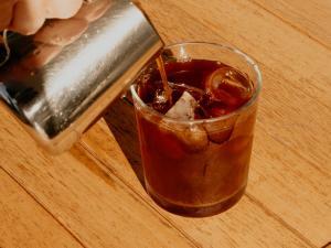 Frappuccino, cold brew e espresso tônica: com a chegada da estação mais quente do ano, vamos destrinchar as versões mais comuns nas cafeterias