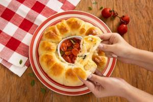 Para acompanhar essa gostosura, prepare tomates cereja refogados no azeite com manjericão e ganhe muitos elogios à mesa!