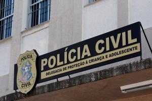 De acordo com informações da Guarda Civil Municipal, funcionários de uma unidade de saúde que atenderam a criança suspeitaram do crime e acionaram a polícia