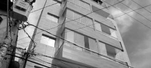 Falta de fiscalização do poder público e descaso com a execução das obras colocam em risco a vida de famílias que investiram seus recursos na compra ou no aluguel dos apartamentos