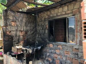 O incêndio aconteceu durante a comemoração de um aniversário em Cachoeiro de Itapemirim, no Sul do Espírito Santo, na noite desta quinta