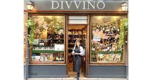 À frente da Divvino Paris, Marina Giuberti, capixaba radicada na França, comemora o prêmio no ranking da conceituada publicação Le Point